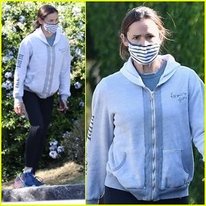 Jennifer Garner Gets in Some Exercise on Afternoon Hike