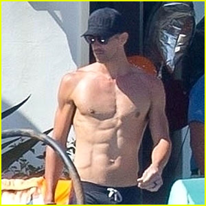Michael Phelps Looks Ripped While Shirtless in Mexico