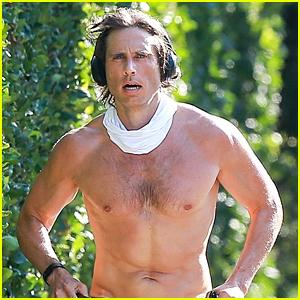 Gwyneth Paltrow's Hot Hubby Brad Falchuk Goes Shirtless During a Run in L.A.