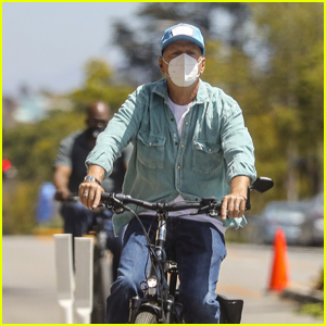 Bruce Willis Rides His Bike to Go Shopping at The Kooples in Santa Monica