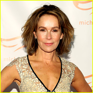 Jennifer Grey Confirmed to Star in New 'Dirty Dancing' Movie!