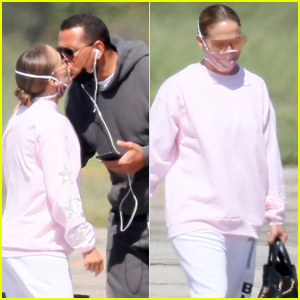 Jennifer Lopez & Alex Rodriguez Share a Kiss Before Jetting Out of New York
