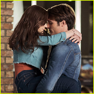 Joey King Reacts to Jacob Elordi Saying He Didn't Watch 'The Kissing Booth 2'