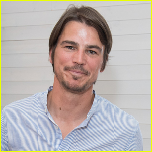 http://cdn02.cdn.justjared.com/wp-content/uploads/headlines/2020/08/josh-hartnett-filming-movie-during-pandemic.jpg