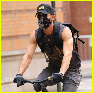 Justin Theroux Shows Off His Muscles While on a Bike Ride