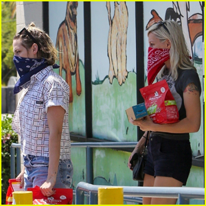Kristen Stewart & Girlfriend Dylan Meyer Pick Up Pet Supplies