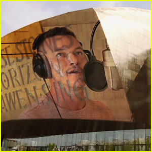 Luke Evans Performs a Cover of Queen's 'Who Wants to Live Forever' with the Welsh Opera! (Video)