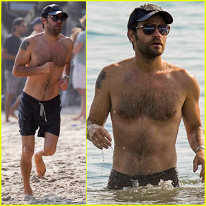 Paul Wesley Looks Hot Going Shirtless at the Beach!