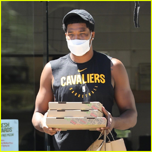 Tristan Thompson Grabs Some Pizzas in Calabasas