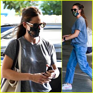 Jennifer Garner Gets in a Solo Spa Day