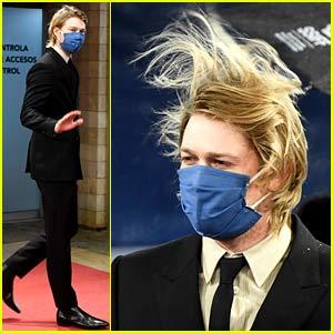 Joe Alwyn's Hair Blows in the Wind at Closing Ceremony of San Sebastian Film Festival