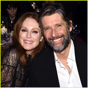 Julianne Moore Shares Secret to a Great Marriage After 24 Years with Bart Freundlich