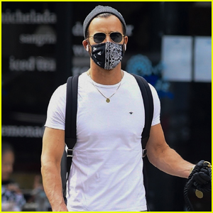 Justin Theroux Kicks Off His Day Walking His Dog Kuma