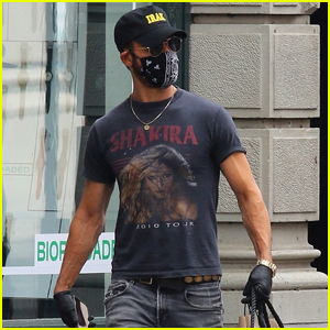 Justin Theroux Shows Love to Shakira With a Vintage Tour Tee