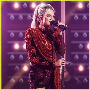 Kelsea Ballerini Performs New Version of 'Hole in the Bottle' at ACM Awards 2020!