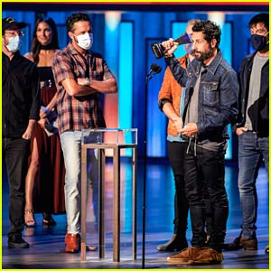 Country Music Band Old Dominion Wears Face Masks to Accept Awards at ACM Awards 2020!
