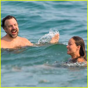 Olivia Wilde & Jason Sudeikis Have a Fun Day at the Beach in Malibu!