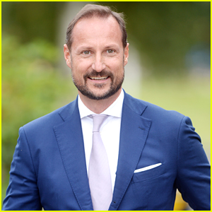 Norway's Prince Haakon Tops Off Busy Weekend With Visit To Mobile Corona Testing Station