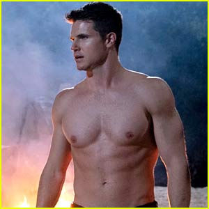 Robbie Amell Talks About Being Shirtless the Entire Time in 'The Babysitter 2'