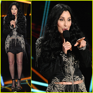 Cher Presents Garth Brooks With Icon Award at Billboard Music Awards 2020