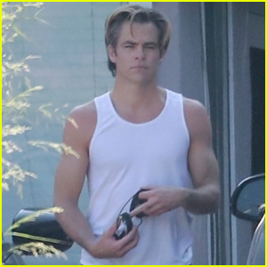 Chris Pine Shows Off His Muscles Leaving the Gym!