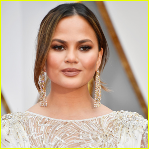 Chrissy Teigen Gets Support From Famous Friends After Announcing Pregnancy Loss
