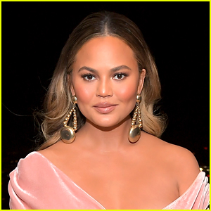 Chrissy Teigen Writes Heartbreaking Account of What Happened During Her Pregnancy Loss, Explains Why She Shared Those Photos