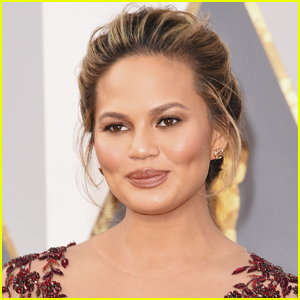 Chrissy Teigen Quietly Returns to Social Media After Pregnancy Loss