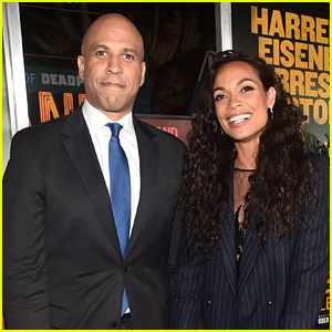 Cory Booker Talks Living With Girlfriend Rosario Dawson: 'It's Really Nice'