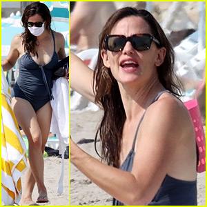 Jennifer Garner Kicks Off Her Weekend With a Beach Day