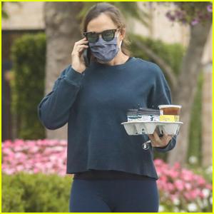 Jennifer Garner Starts Off Her Day on a Coffee Run