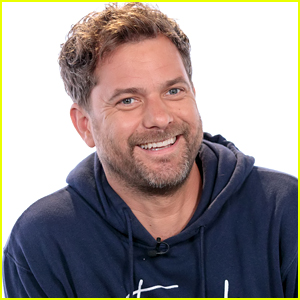 Joshua Jackson Compliments Unknowing Fan For Wearing His 'Mighty Ducks' Jersey