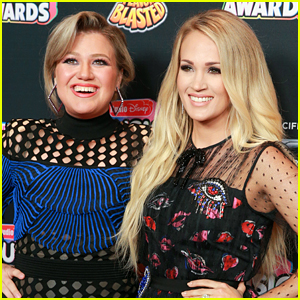Kelly Clarkson Was Once Confused For Carrie Underwood & Even Signed an Autograph As Her!