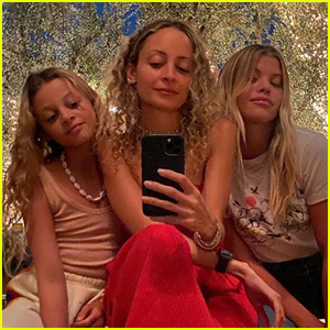 Nicole Richie Snaps Rare Pic with Lookalike Daughter Harlow & Sister Sofia!
