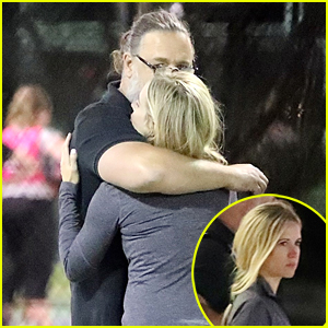 Russell Crowe Reunites & Cozies Up To 'Broken City' Co-star Britney Theriot During Tennis Match