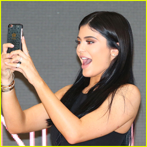 Take Kylie Jenner-Level Selfies Every Time With The Pictar Selfie Pro Kit