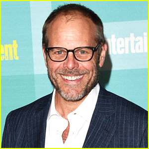 Celebrity Chef Alton Brown Says He's a Conservative, Fires Back at Fan Who Is Disappointed