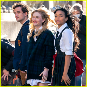 'Gossip Girl' Stars Spotted in Their School Uniforms for Latest Scene (Photos)