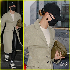 Hailey Bieber Reveals What Was In Her Purse in These Photos!