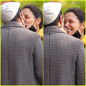 Katie Holmes Kisses Emilio Vitolo Jr, Looks So Happy with Him!
