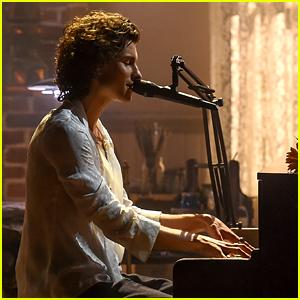 Shawn Mendes Performs 'Wonder' at the Piano at American Music Awards 2020!