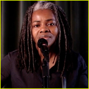 Tracy Chapman Performs on TV for the First Time in Five Years