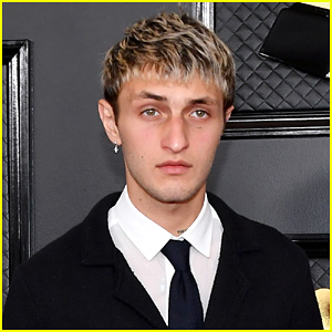 Anwar Hadid Says He's Anti-Vaxx, Explains Why He Won't Get the COVID-19 Vaccine