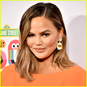Chrissy Teigen Reveals She's Four Weeks Sober