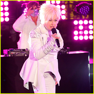 Cyndi Lauper Gave a Bizarre New Year's Eve Performance & Twitter Has Lots of Thoughts!