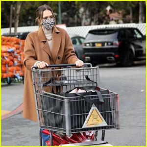 Jessica Alba Stocks Up on Groceries on Christmas Eve