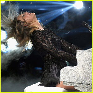 Taylor Swift Has Been Cutting Her Own Hair Since Lockdown Began