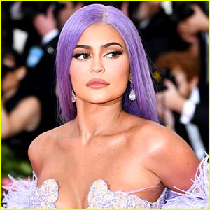 Kylie Jenner's Shower Head Has So Many People Talking on Twitter