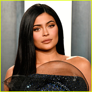 Kylie Jenner Reveals Her Actual Shower & Water Pressure Amid All Those Memes
