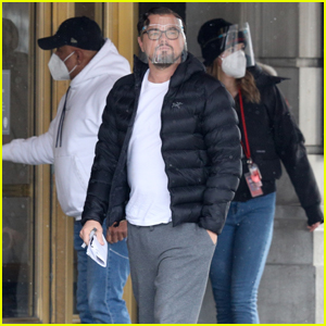 Leonardo DiCaprio Keeps It Casual on Set of 'Don't Look Up'
